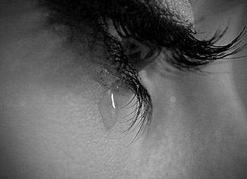 Femme En Larme l'émotion liquide | né de poussière d'étoiles